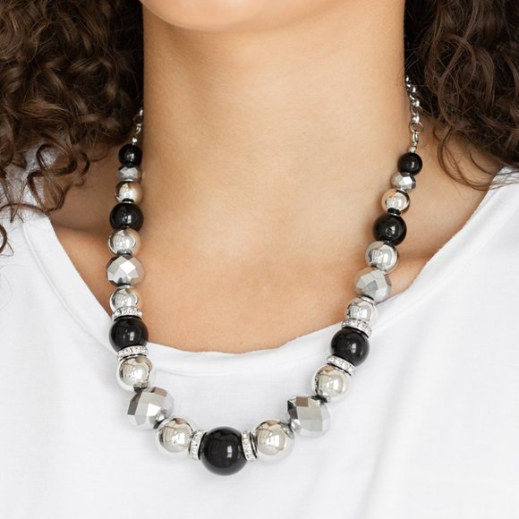 Weekend Party Black Necklace